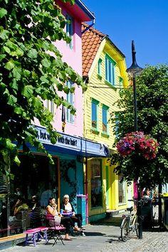 The most colourful street in Stavanger, Norway a.k.a. Øvre Holmegate #Regionstavanger Photo by: GuoJunjun