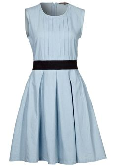 Cartoon Fashion: adorable Alice inspired dress. Would totally wear!
