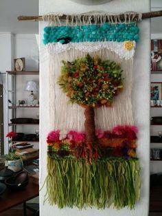 Telar decorativo, nuevos, de lanas naturales de Chiloe, hechos a mano y con cariño, diversos colores y diseños. Tienda establecida, negocio ubicado en Lira N° 1790 esquina Ñuble, wasap + 56089268209 - +56998130360, abierto lunes a viernes de 10:30 a ...