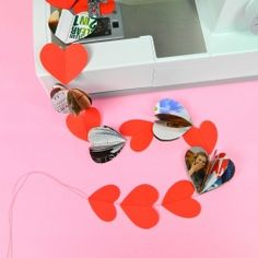 No need to spend a fortune to decorate for Valentine's Day this year!  Sew easy recycled I HEART YOU garlands.