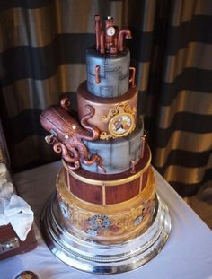 Steampunk cake...More in my 'Artsy Cakes' album~