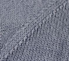 Raglanfelling for nybegynnere Beaded Brooch, Diy And Crafts, Knitting, Crochet, Tips, Hobbies, Tricot, Breien, Stricken