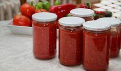 Malzemeler : Domates Kaya tuzu  Hazırlanışı : Yıkanmış domatesleri ikiye bölelim. Rendeliyelim veya robotta çekelim. Derin büyükçe bir tencerede biraz kaya tuzu ilavesiyle domatesle