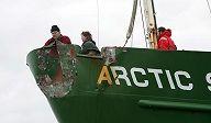 Ato em apoio ao Greenpeace está sendo realizado no rio Moscou