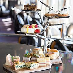 Afternoon Tea☆Peter,The Peninshula Tokyo☆ Best Afternoon Tea, Tea Sandwiches, Coffee Break, High Tea, Macarons, Tea Time, Dinnerware, Tea Party, Buffet