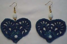 instructons for these cute heart shaped crochet earrings are in italien, but translate google helps