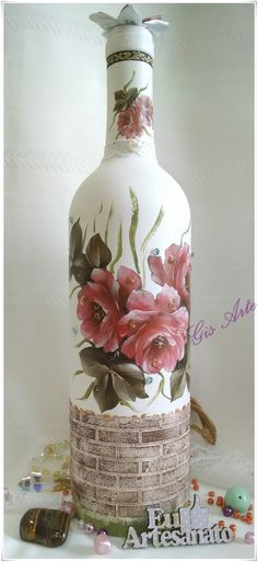 Wine Bottle Crafts – Make the Best Use of Your Wine Bottles – Drinks Paradise Recycled Glass Bottles, Glass Bottle Crafts, Wine Bottle Art, Painted Wine Bottles, Diy Bottle, Altered Bottles, Bottle Painting, Dose, Bottle Design