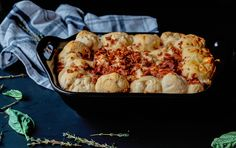 This Warm Bacon Chicken Spinach Dip Bread Ring is the ideal comfort food appetizer that you can whip up in no time for any occasion. Baked Chicken Recipes, Chicken Bacon, How To Cook Chicken, Easy Salads, Easy Snacks, Yummy Snacks, Spinach Dip, Spinach Stuffed Chicken, Yummy Appetizers