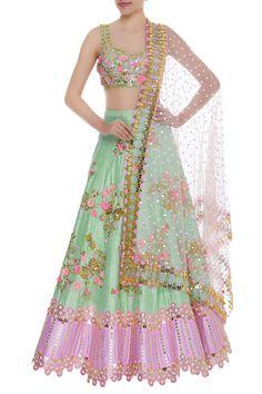 Lehenga Design Images For Girl Best Lehenga Designs, Best Blouse Designs, Blouse Designs Catalogue, Lehnga Dress, Lehenga Choli, Lehenga Blouse, Indian Lehenga, Sabyasachi, Sharara