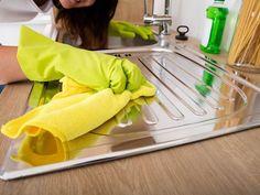 Jak rychle vyčistit pračku, zahnědlou termosku a zašlý dřez