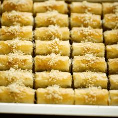 Simpele vissoep | Kookmutsjes Spanakopita, Ethnic Recipes, Desserts, Food, Raffaello, Tailgate Desserts, Deserts, Essen, Postres
