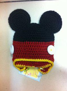 Touca do Mickey em crochê. <br>Pode ser feita com protetor de orelha e trança, só especificar na hora do pedido. <br>Qualquer tamanho!