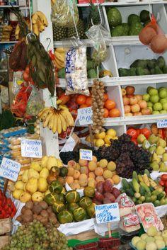 El mercado de Surquillo en Lima, Peru