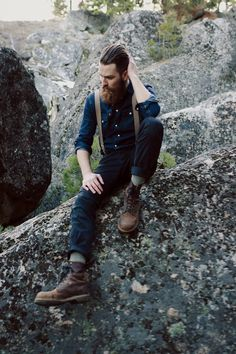 2 tone denim (I wouid go lighter on top than this guy), suspenders, and boots…