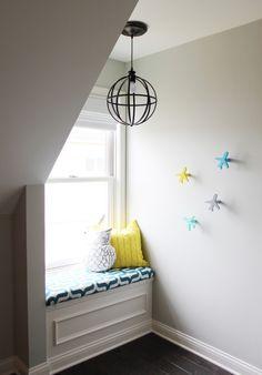 Cozy nook and window seat in this modern nursery - #nursery