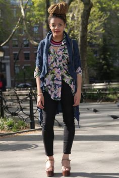 #NYU Street Style: Accessorize your floral button-down with knockout necklace