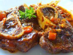 COZIDO DE OSSOBUCO | Blog de Culinária - Maria Cecília Candelore Meat Recipes, Slow Cooker Recipes, Chicken Recipes, Carne Asada, Food Net, Good Food, Yummy Food, Portuguese Recipes, Wonderful Recipe