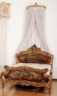 An impressive antique bed in the Venetian style in gilt and painted wood (Italy)