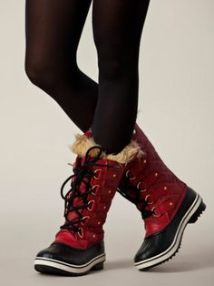 Red Sorel Tofino Boots with Black Tights
