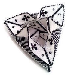Fortuneteller bangle by Violetta Pretorius. Bead Jewellery, Seed Bead Jewelry, Beaded Jewelry, Peyote Patterns, Beading Patterns, Beaded Boxes, Peyote Beading, Fabric Beads, Bracelets