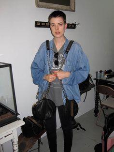 Agyness Deyn visting Made Her Think studio Agyness Deyn, Carey Mulligan, Keira Knightley, Twiggy, Alexa Chung, Kate Moss, Emma Watson, Get Dressed, Short Hair Styles