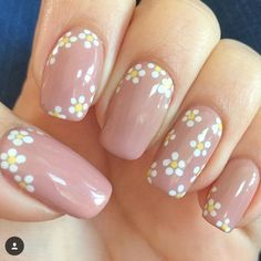Best nail art design flowers that will freshen up your day 19 Daisy Nail Art, Daisy Nails, Flower Nail Art, Cute Nail Art, Cute Nails, My Nails, Flower Design Nails, Minimalist Nails, Short Nails Art