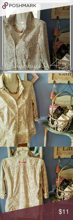Sag Harbor Petite Stretch Floral Button Down Blous Feminine floral button down blouse with 3/4 sleeves. Print is beautiful small floral pattern that goes with almost anything! Rounded bottom edge allows the shirt to be worn either out or tucked in for a more polished look. This is in very good condition with no stains, tears or snags. Collar may be slightly faded from washing, but still looks great.  See picture 4. PRICE IS FIRM.  Smoke free home. Open to reasonable offers unless marked as…