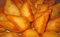 Gnocco Fritto - Dalla cucina emiliana, ecco la ricetta dello gnocco fritto, conosciuto a Bologna anche sotto il nome di crescentina: un delizioso antipasto per accompagnare salumi appena affettati, e non solo.