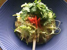 蒸し鶏のサラダ - Chiken salad with ginger sauce. ごま油、生姜、唐辛子が効いた、ピリ辛サラダ。