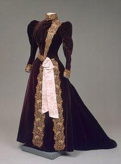 Dress worn by Tsaritsa Marie Feodorovna of Russia, ca. 1880