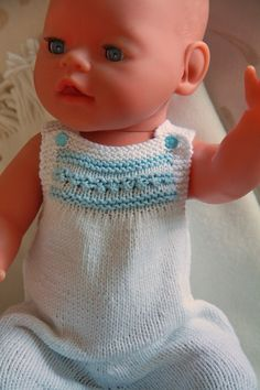 All over the world people are knitting doll clothes to Baby born, which perhaps is coming into her own in simple beautiful clothes knitted cotton Design: Målfrid Gausel Knitting Dolls Clothes, Knitted Dolls, Doll Clothes Patterns, Doll Patterns, Baby Born Clothes, Girl Doll Clothes, Girl Dolls, Baby Dolls, Babies Clothes