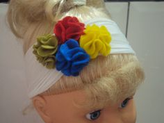 Faixa de meia de seda e quarteto de flores coloridas de feltro.Exclusivo. R$ 7,90