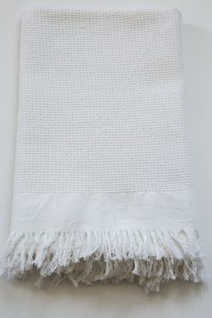 khadi white abeille bath towel – Lost & Found