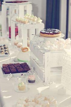 Sweet Table / Hochzeit Tina + Rolli Mini-Cloches und Lichttüten von räder