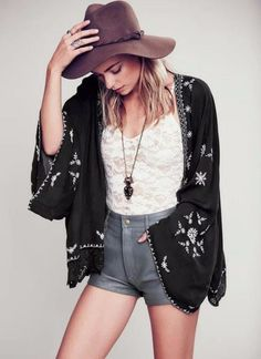 Awesome boho style! So gorgeous cardigan, shorts, jewelleries, hat, blouse, shoes... Beauty!