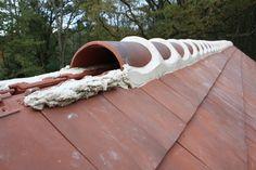 Rooftop Design, Construction, Small Places, Atrium, Home Hacks, Architecture Details, Garden Bridge, Outdoor Structures, House Design