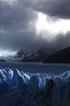 Glaciers of Argentina  (didn't know there was such a thing) Not sure I'd like to go there, but it looks pretty awesome.