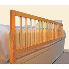 La Barrière De Lit en Bois Extra Large de Safetots, peut être installée facilement et en toute sécurité sur le lit de votre enfant, fournissant une barrière solide et durable, pour leur éviter les chutes du lit durant leur sommeil. La barrière mesure dans sa longeur totale 1,4 mètres en longueur et