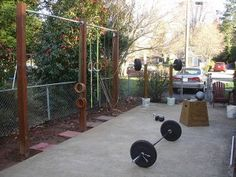 Inspirational Garage Gyms & Ideas Gallery Pg 7 - Garage Gyms - Outdoor gym, probably a back yard gym. Very well done pull-up rig and squat stand. Get your workout done at home on the cheap Home Gym Equipment, No Equipment Workout, Fitness Equipment, Parkour, Crossfit Home Gym, Backyard Gym, Patio, Sport Studio, Dream Gym