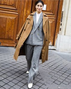 Take a look at some of the best street style looks spotted at the most fashionable shows of Paris Fashion Week Fall/Winter Milan Street Style, Look Street Style, Cool Street Fashion, Street Style Looks, La Fashion Week, New York Fashion, Paris Fashion, Fashion Trends, Vogue Paris
