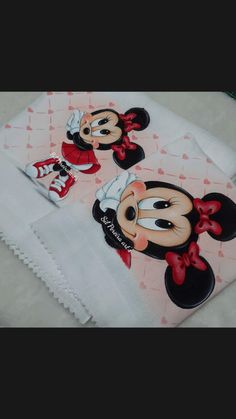 Fabric Painting, Kids Rugs, Baby Shower, Baby Disney, Girl Paintings, Cross Stitch Baby, Painting On Fabric, Babyshower, Kid Friendly Rugs