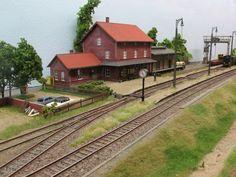 N Scale Model Trains, Scale Models, Ho Train Layouts, Train Miniature, Escala Ho, Ho Scale Buildings, Model Building Kits, Ho Trains, Train Tracks