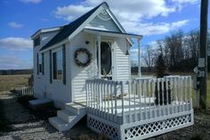 This is Michelle's Pawsitively Tiny House near Columbus, Ohio. She just sent us some new pictures in response to some reader requests. Michelle went tiny after spending a year living in a boa… Tiny House Talk, Building A Tiny House, Modern Tiny House, Tiny House Living, Tiny House Plans, Tiny House On Wheels, Tiny House Design, Rv Living, Apartment Living