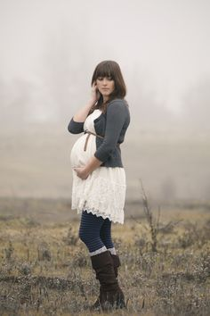 Maternity photography outdoors, fall, mist, Cute maternity outfit