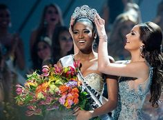 """Miss Angola crowned """"Miss Universe"""" 2011"""
