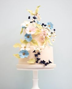 Climbing Flowers @weddingcake in blues and amethyst