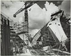 Jorn Utzon Sydney Opera House photographs : construction site / photographed by…