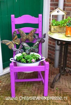 metalen tuinvlinder bewerkt met Diams 3d verf en een gepimpte stoel