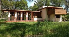 Frank Lloyd Wright Designed One Home In Oregon: The Gordon House Frank Lloyd Wright Buildings, Frank Lloyd Wright Homes, Organic Architecture, Architecture Design, Wisconsin, Usonian House, Craftsman Bungalows, Mid Century House, Modern House Design