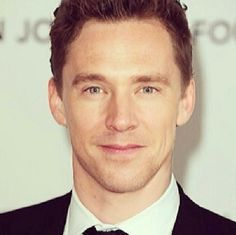 This is probably one of the most beautiful face mash-ups ever! I present Tom Hiddleston and Benedict Cumberbatch as one!